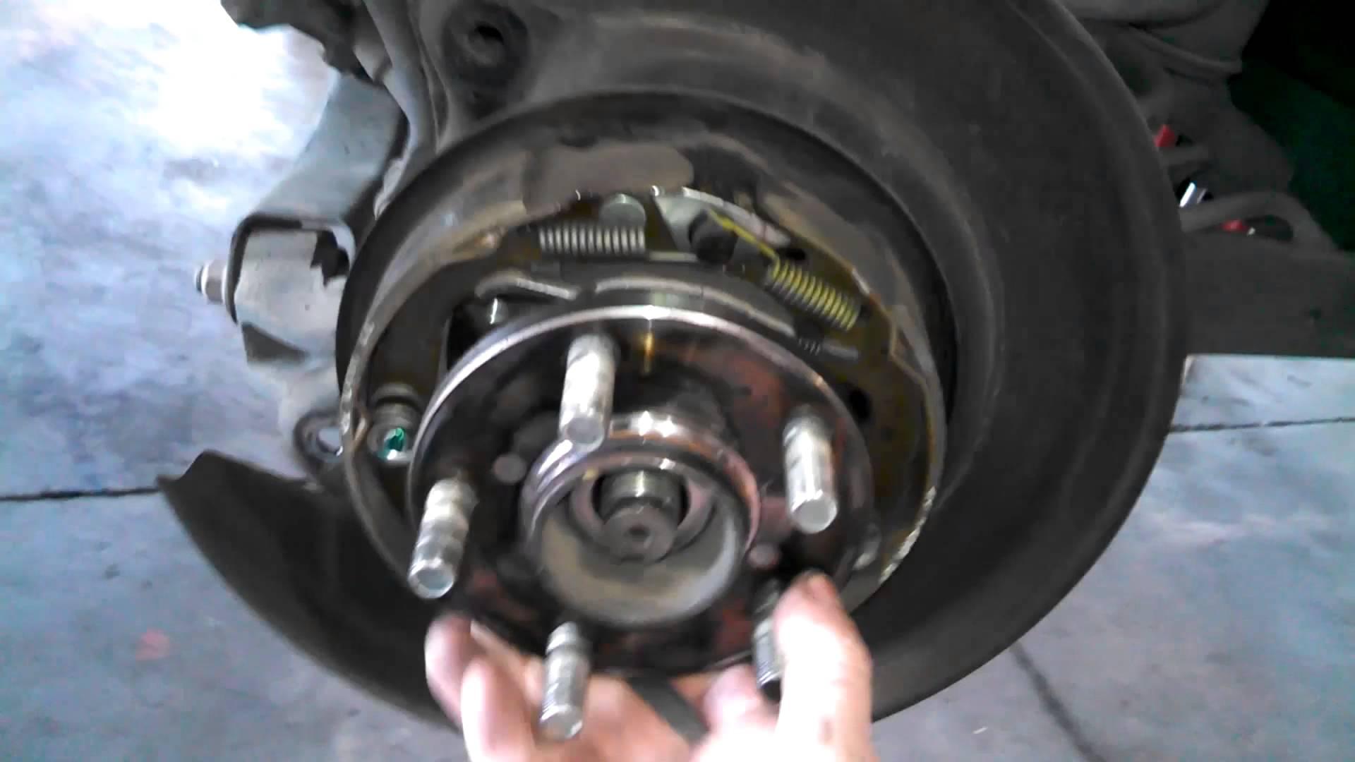 how to change the back dum brakes hyundai 2001
