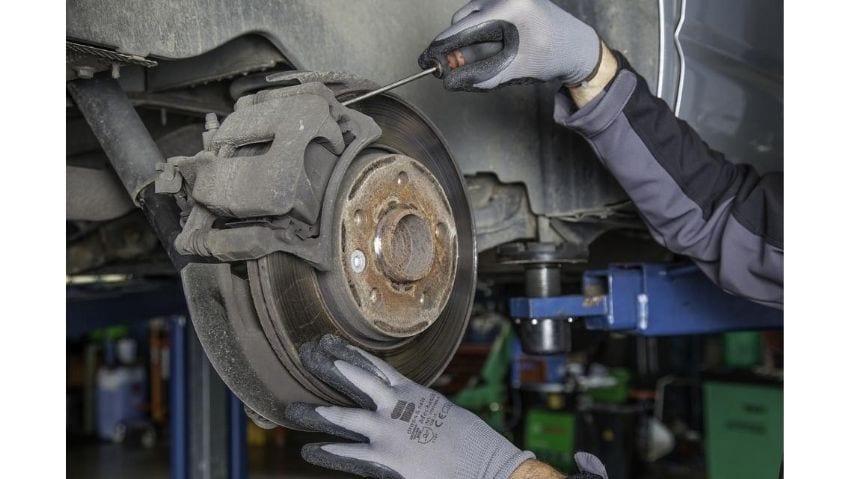 ¿Cómo Arreglar el Chirrido de los Frenos?